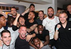 Leicester City futbolcularını bırakmıyor