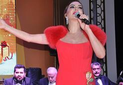 Yeni yıla Ebru Yaşar şarkılarıyla girdiler