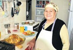 Oğlu için sanal aşçılık yapan  Saniye Anne, fenomen oldu