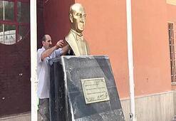 Okuldaki Atatürk büstünü söktü
