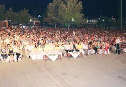 Yeni Türkü, Zeytinlilere müzik ziyafet çekti