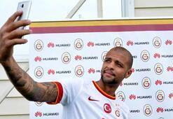 Galatasaraya telefon hediye edildi