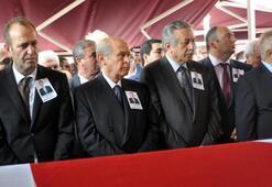 Bahçeli, Ünal Osmanoğlunun cenazesine katıldı