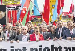 Berlin'de Ermeni oylaması protestosu