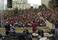 Öğrenciler Pinhani konseri ile coştu