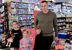 Kızları ile alışveriş keyfi