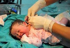Bebek ölümleri 8 yılda yarı yarıya azaldı