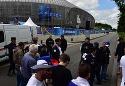 Lillede Rusya-Slovakya maçı öncesi şüpheli paket alarmı