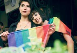 LGBTİ yürüyüşüne polis engeli