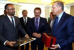 Sanatçılar, Cumhurbaşkanı Erdoğana plak hediye etti