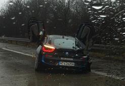 BMW i8 test sürüşünde paramparça
