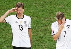 Alman basını: Eller yukarı, biz elendik