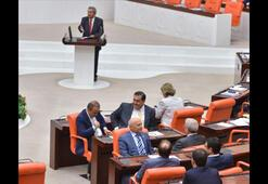 Mecliste Kamer Gençe protesto