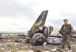 Uçağa roketatar 49 askeri öldürdü