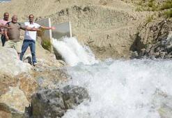 Türkiyeden gelen su çeşmelere akmaya devam ediyor