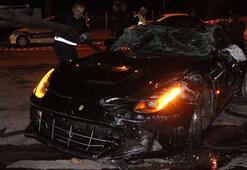 Burak Yılmazın içinde bulunduğu araç takla attı