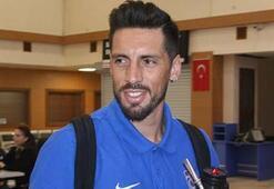 Trabzonsporlu futbolcular uçak pistinde birbirlerini kovaladı