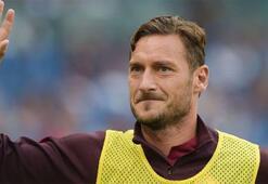 Totti: Parayı düşünseydim 10 sene önce Romayı bırakırdım