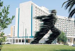 'Atina Hilton'u Türkler alıyor