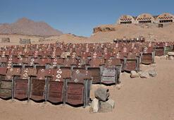Sina Çölünde açıkhava sineması