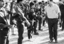 Bir diktatör yıkıldı
