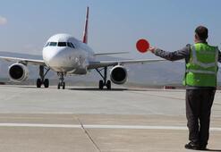 Siirt Havalimanına inen THY uçağı su takıyla karşılandı