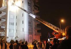 10 katlı apartmanın 5. katında çıkan yangın mahalleliyi sokağa döktü