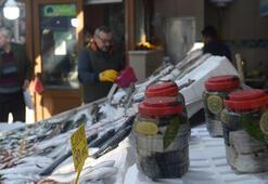 Tuzlanan palamudun kavanozu 100 liradan satılıyor