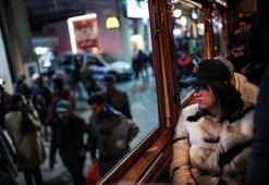 Yılbaşına saatler kala Taksimde dikkat çeken görüntü