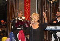 Ünlü şarkıcı sahnede fenalaştı