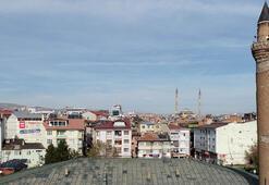 Tarihi Ulu Caminin minaresi yapılışından beri eğri