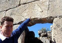 Askeri gözetleme kulesinde Herakles'in sopasının kabartması bulundu