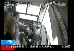 Yolcu ve şoför kavga ederken otobüs nehre uçtu Herkes öldü