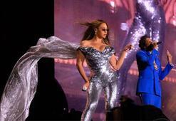 Beyonce kıyafetleri ve danslarıyla büyüledi