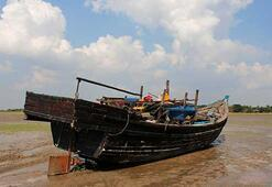 Arakanlı Müslümanları taşıyan tekne durduruldu