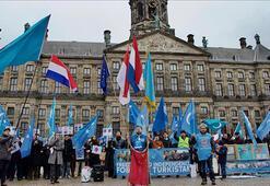 Hollandada Doğu Türkistan protestosu