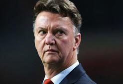 Louis van Gaal, teknik direktörlüğü bıraktığını açıkladı