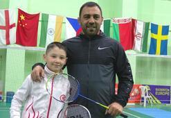Hamza Yerlikaya, badmintoncularla idman yaptı