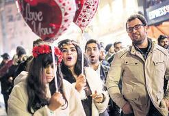 Kutlamanın adresi yine Taksim oldu