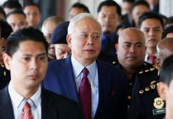 Malezyada devlet fonundan muhalefet partisine rüşvet verildiği iddiası