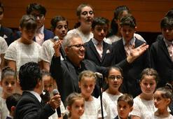 Zülfü Livaneli lösemili çocuklar için şarkı söyledi