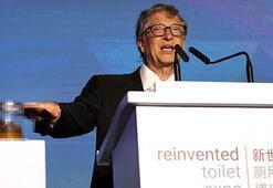 Amerikalı milyarder Gates konuşma yaptığı sahneye insan dışkısıyla çıktı