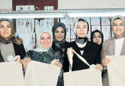 AK Partili kadınlar, bin adet torba üretti