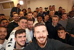 Fenerbahçede yeni transferler için imza töreni düzenlendi