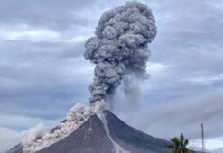 Endonezyadaki o yanardağ yeniden faaliyete geçti