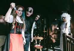 Chaletde heyecan verici Halloween partisi