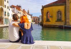 Venedik sokaklarında oturmak yasaklanıyor