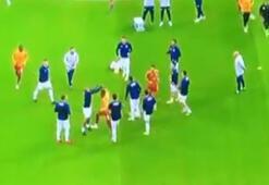 Derbide iki futbolcu arasında gerginlik