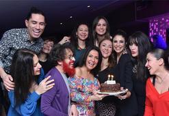 Doğum gününü dostlarıyla kutladı
