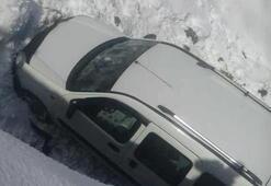 Bingöl'de hafif ticari araç dereye indi:2 yaralı